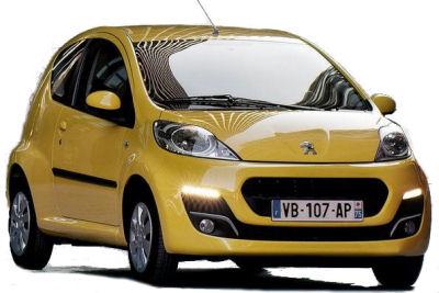 La version 3 portes de la Peugeot 107 reprend le restylage de la version 5 portes, qui adopte un design plus valorisant avec notammment des LED pour l'éclairage de jour, pour résister à la venue de nouvelles concurrentes comme la Volkswagen Up! et dérivés, ou le restylage important de la Renault Twingo 2.